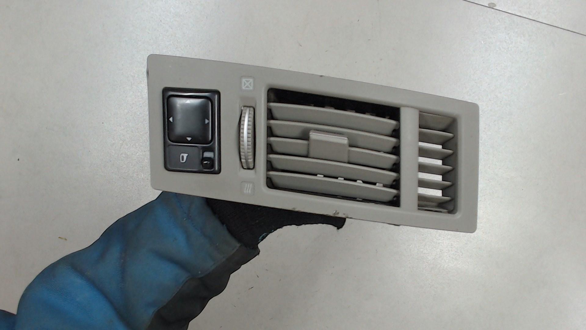 Дефлектор обдува салона Infiniti FX1  68760CG001 / 68761CG001