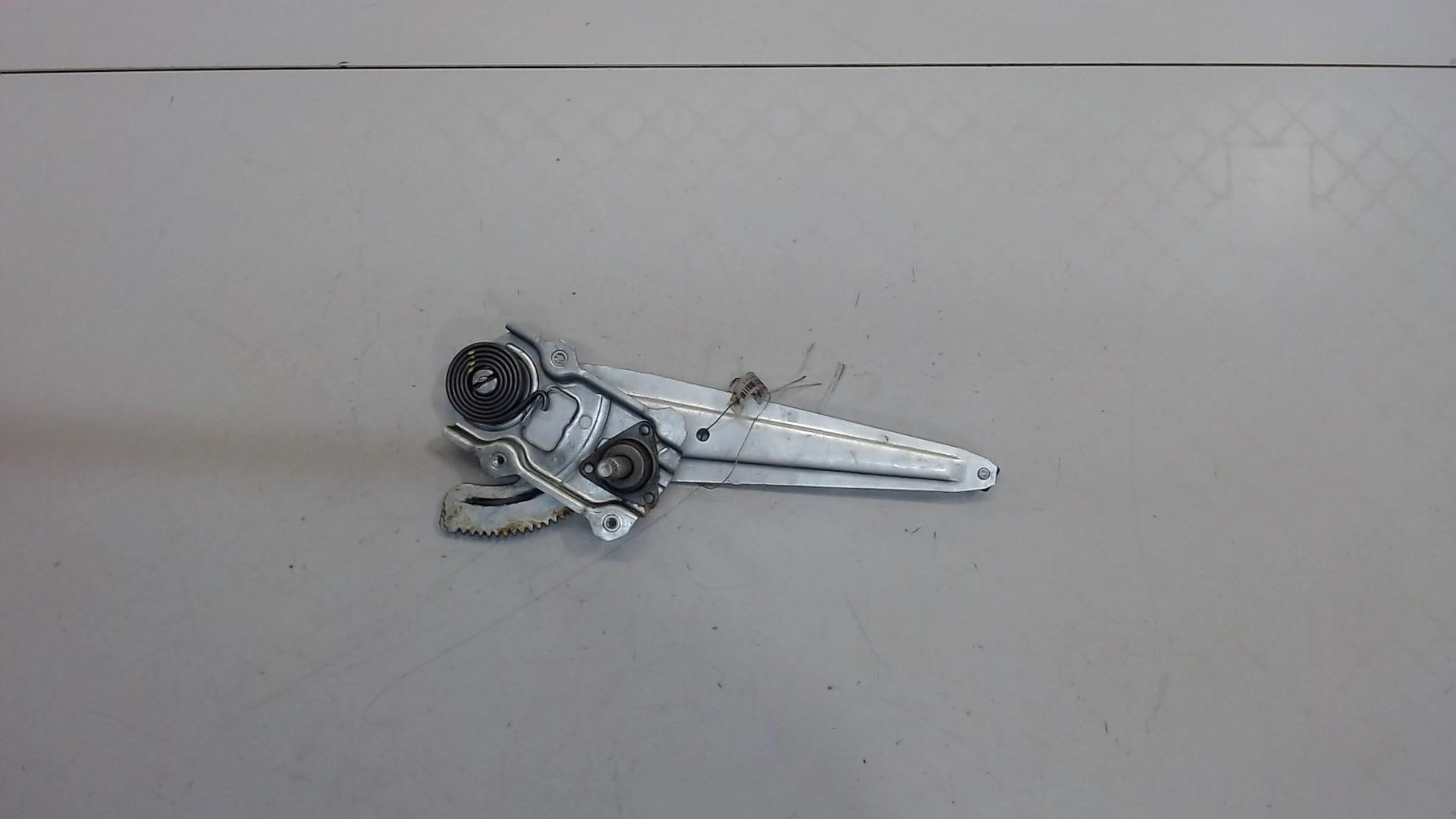 Стеклоподъемник правый задний Toyota  6983012450