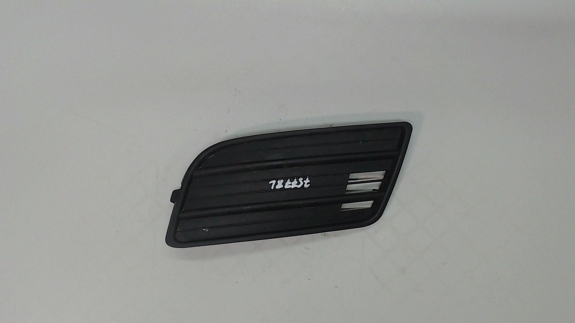 Заглушка (решетка) в бампер передний Suzuki Swift 4