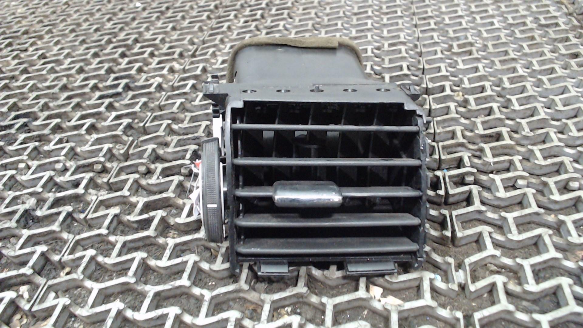 Дефлектор обдува салона Volkswagen Passat B6