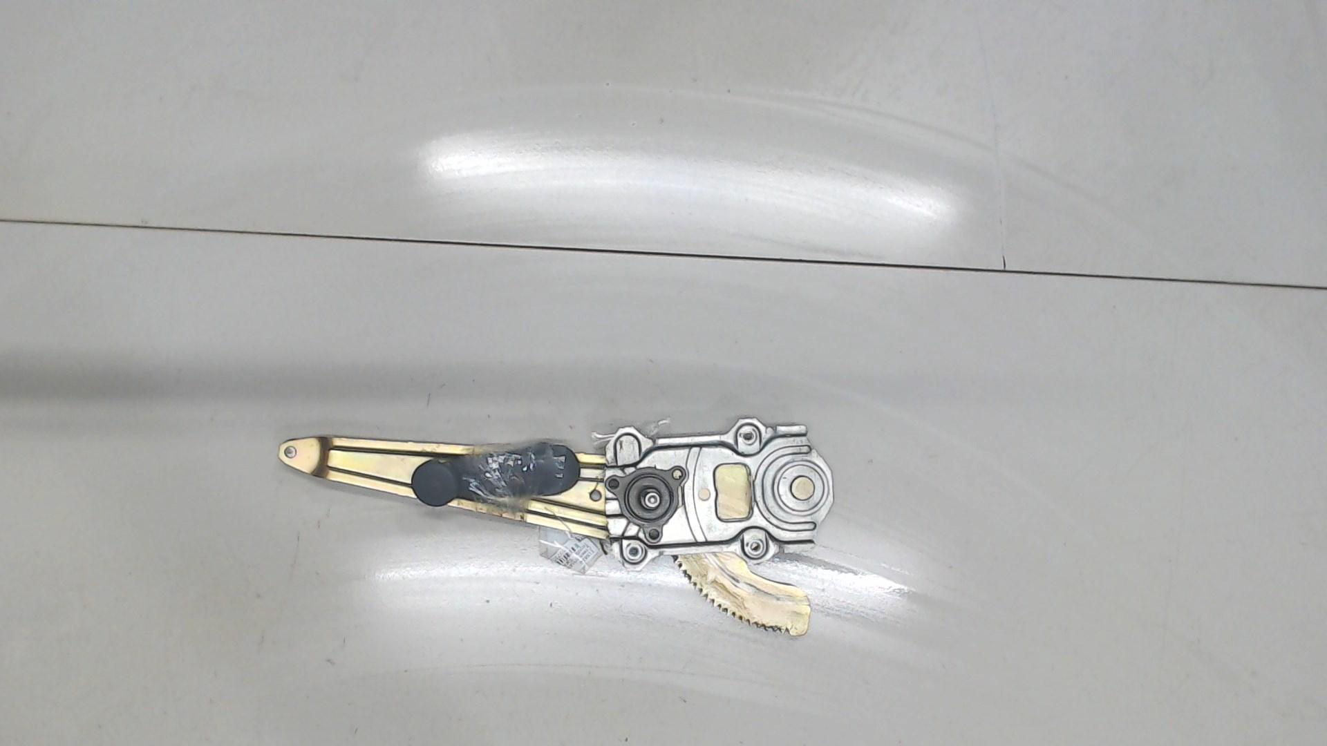 Стеклоподъемник левый задний Toyota  6980452010