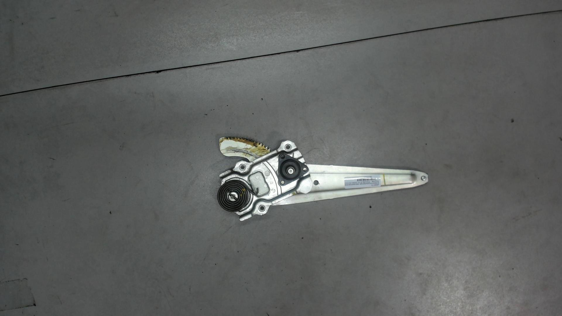Стеклоподъемник левый задний Toyota  6984012440