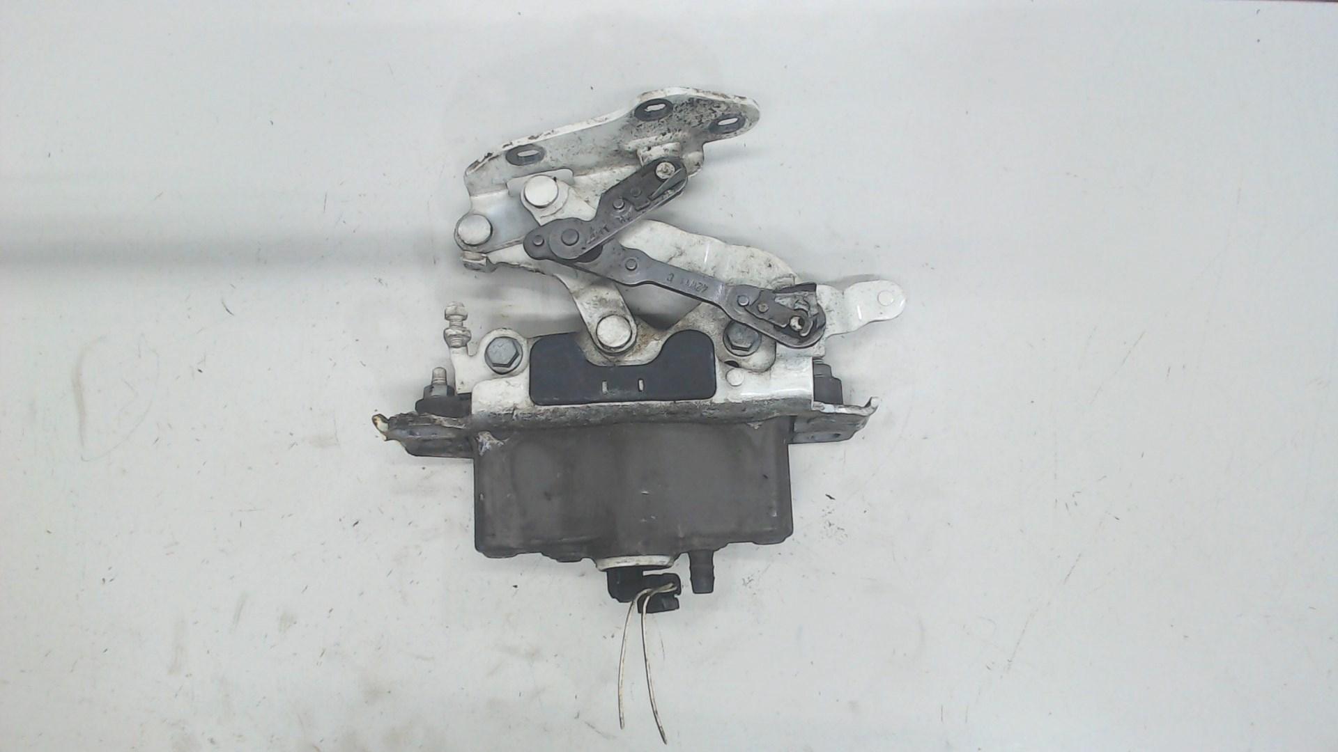 Петля капота лев Mercedes E W212 2009-2013