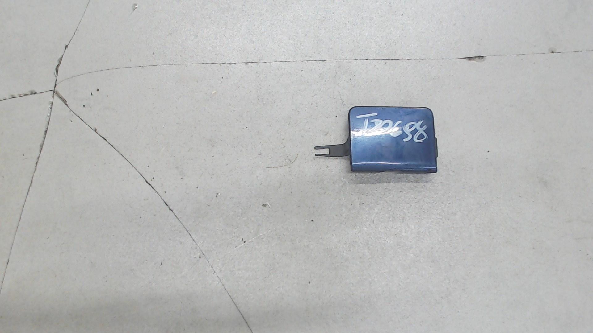 Заглушка (решетка) в бампер передний