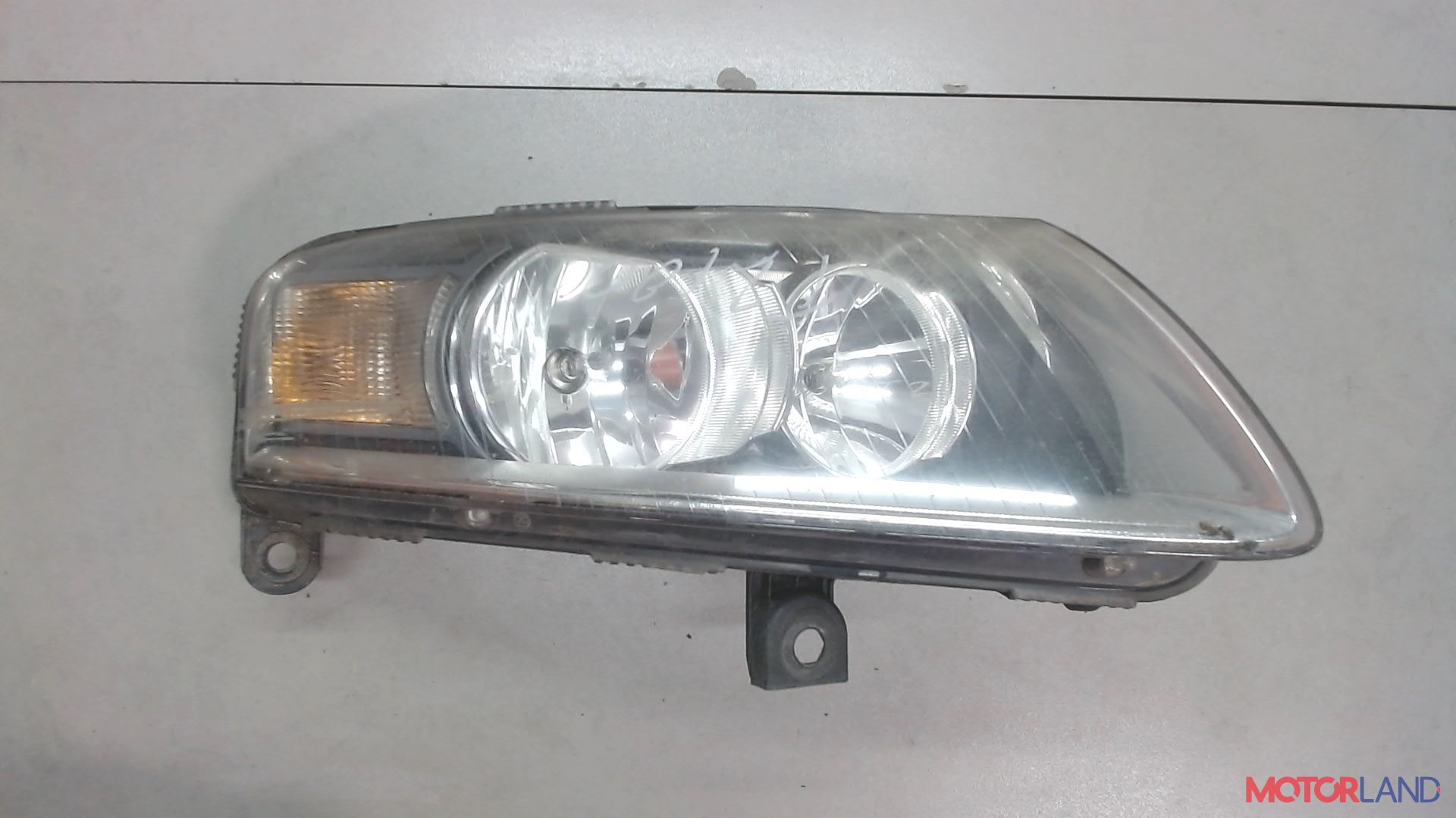 Фара (передняя) Audi A6 (C6) 2005-2011 2.4 л. 2006 BDW б/у #1